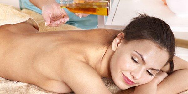 Báječná 90minutová masáž celého těla oleji a horkými kameny