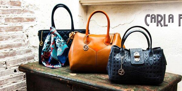 Dolaďte outfit luxusní koženou kabelkou Carla Ferreri