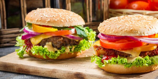 2x americký burger fresh s hranolkami v restauraci Steak & Club
