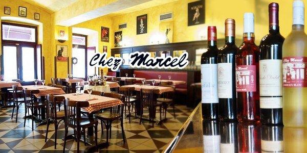 Láhev vína z Bordeaux v restauraci Chez Marcel