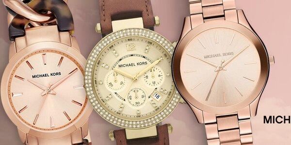 Připněte si na zápěstí stylové hodinky Michael Kors