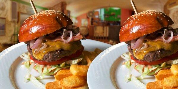 Dva hovězí burger speciály s hranolkami