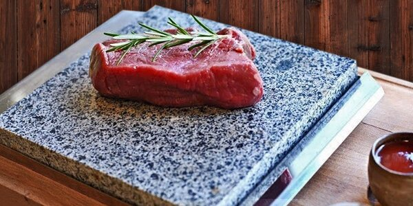 Steaky na horkém kameni v Kredenc Restaurant