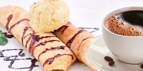 Palačinky se zmrzlinou a kávou