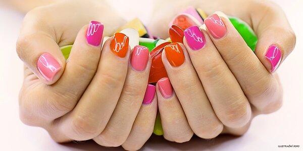Modeláž gelových nehtů pro dámy