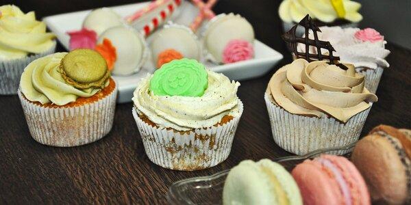 Nálož makronek a cupcakes v Cup and Cake