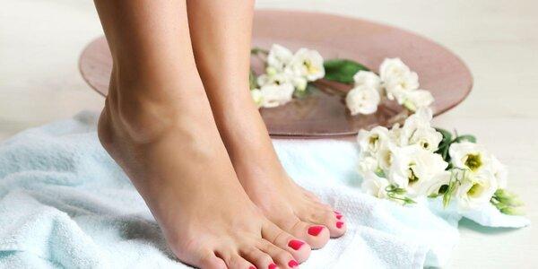 Pedikúra s reflexní masáží plosek nohou
