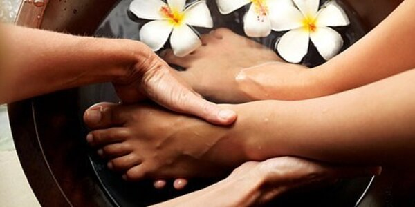 Zkrášlující péče o nohy v salonu Alis Hands