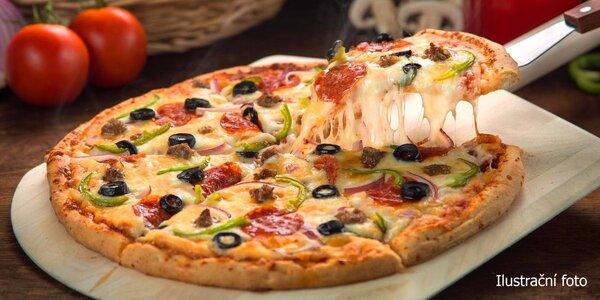 Pizza plná ingrediencí, které máte rádi
