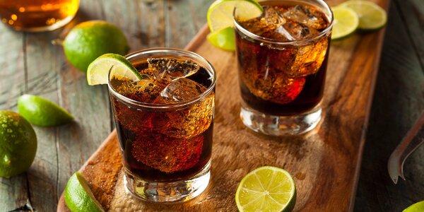 Připijte si na zdraví dvěma drinky Cuba Libre