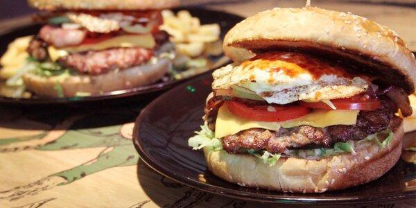 Dva výtečné burgery s porcí hranolek v Elektře