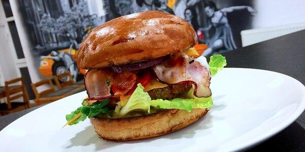 Fantastický výběr burgerů + hranolky a salát