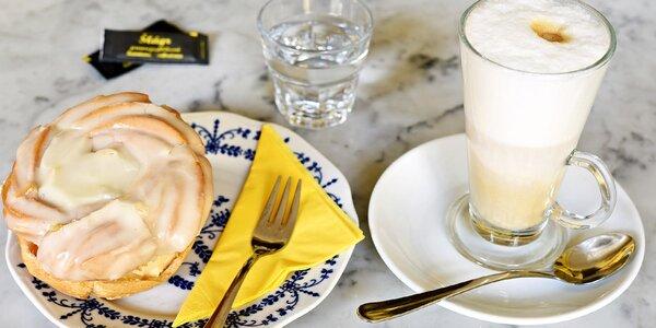 Voňavá káva a sladký zákusek na Vinohradech