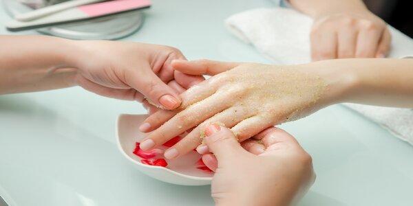 Manikúra a parafínový zábal včetně masáže rukou