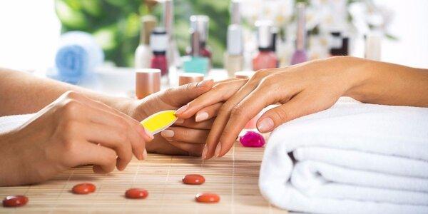 Modeláž gelových nehtů nebo doplnění nehtů