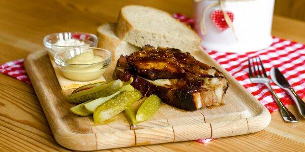 Pečená žebra a hermelín z grilu na Salaši pro 2