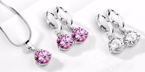 Elegantní šperky se zářícími krystaly