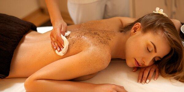 Celotělový rakytníkovo-medový peeling a promasírování