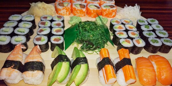 Japonská hostina: Sushi sety plné rolek