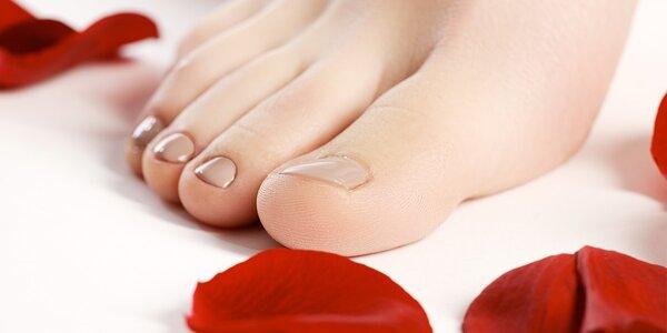 Základní mokrá pedikúra pro dokonalé nohy