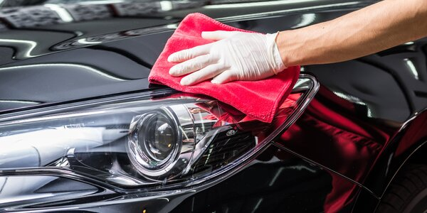 Voskování vozu a kompletní čištění interiéru