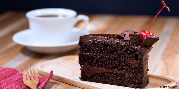 Rande v kavárně: dvě kávy nebo čaje a dezerty