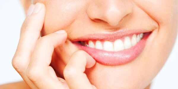 Bělení zubů pomocí modrého světla + dárek