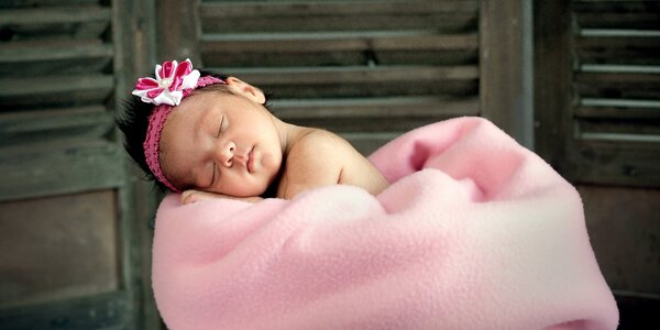 Newborn: ateliérové focení miminek