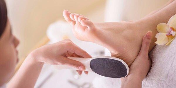 SPA pedikúra včetně relaxační masáže zad