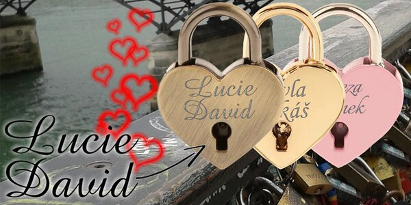 Zámeček lásky s vyrytými jmény vás dvou