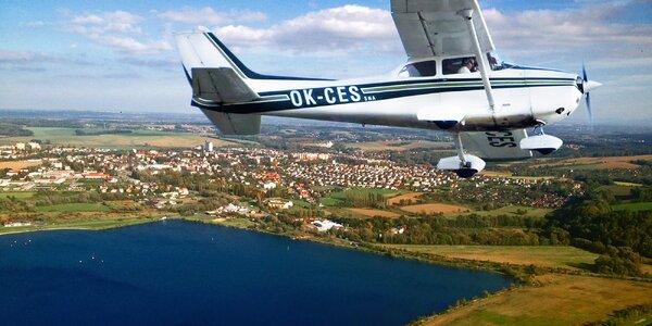 Řízení letounu pod dohledem zkušeného pilota