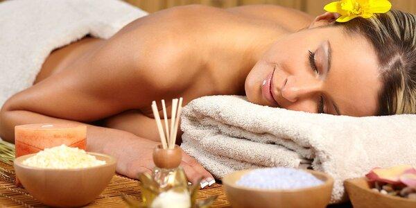 Relaxační masáž zad a šíje se zábalem + dárek
