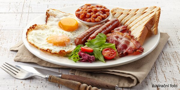 Anglická snídaně v kavárně s chráněnou dílnou