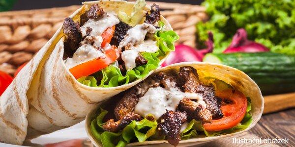 Velký telecí kebab v turecké tortille s nápojem