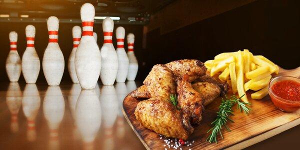 Hodina bowlingu a marinovaná BBQ křídla