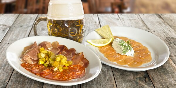 Sdílejte radost z jídla: Tapas a 2 šnyt pivečka