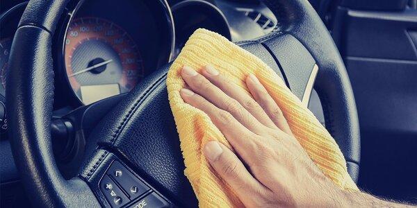 Kompletní ruční čištění interiéru auta