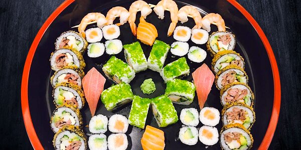 Pestrý sushi set: 46 kousků až pro 4 labužníky
