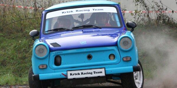 3 okruhy s mistrem rallye ve voze Trabant