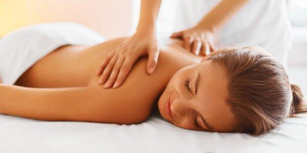 Relaxační masáž mandlovým nebo růžovým olejem