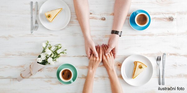 Posezení v kavárně u nápojů i něčeho na zub