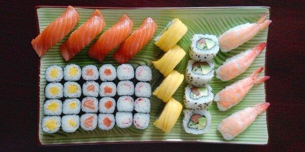 Sushi set s lososem, krevetami i mangem