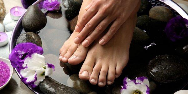 Mokrá pedikúra s masáží chodidel a peelingem