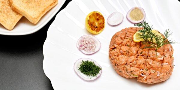 Tatarák z čerstvého lososa a neomezeně toastů