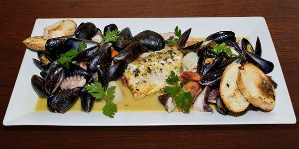 Talíř mořských plodů připravených u vašeho stolu
