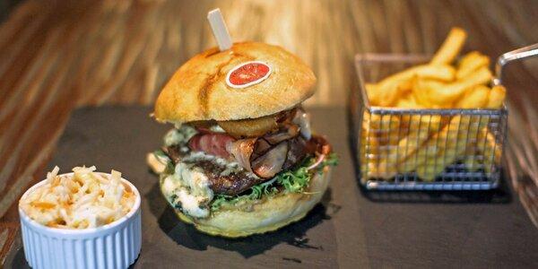 Hodina bowlingu a dva burgery