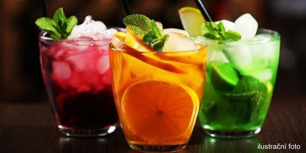 Osvěžující míchané drinky v restauraci Naslepo