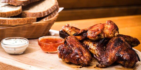 1 kg nálož pečených křídel s pečivem