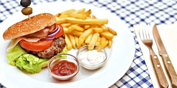 Burger s hranolky na Staroměstském náměstí