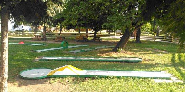 Minigolf v přírodě: vstup pro dva nebo rodinu